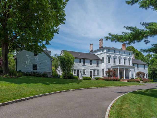 9 BR, 10.00 BTH Colonial style home in Old Brookville