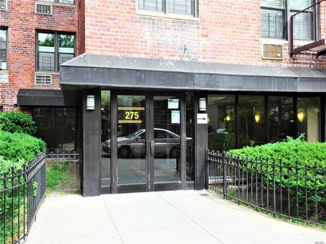1 BR,  1.00 BTH High rise style home in Midwood