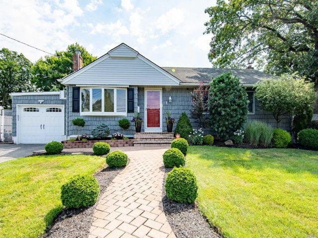 [Farmingdale Real Estate, listing number 3118648]