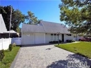3 BR,  2.00 BTH Cape style home in Syosset