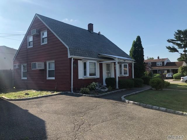 3 BR,  1.00 BTH Cape style home in Levittown