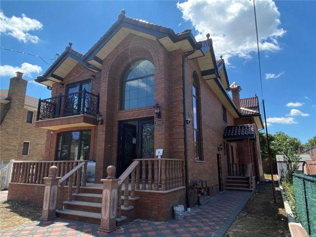 7 BR,  9.00 BTH Contemporary style home in Whitestone