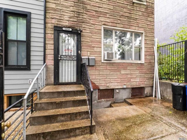 6 BR,  3.00 BTH Townhouse style home in Bushwick