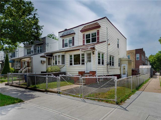 3 BR,  3.00 BTH  Colonial style home in Mill Basin