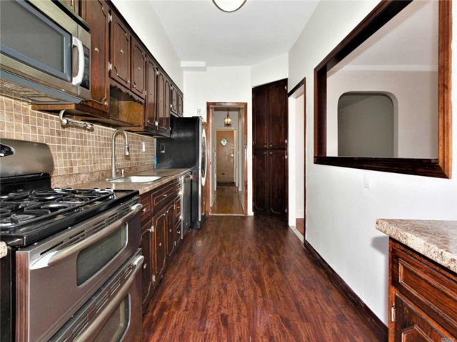 3 BR,  2.00 BTH Townhouse style home in Flatlands
