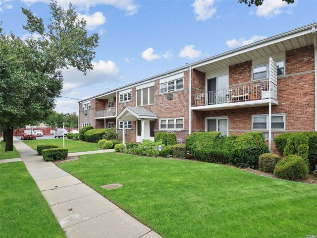 [Farmingdale Real Estate, listing number 3139603]