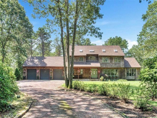[Manorville Real Estate, listing number 3139700]