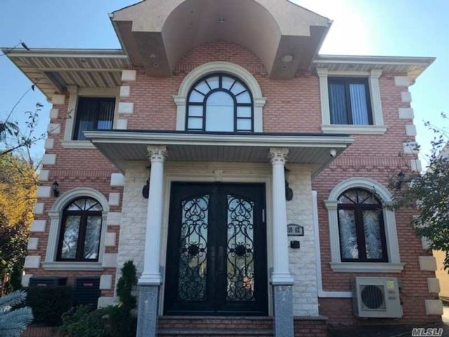 6 BR,  5.00 BTH Contemporary style home in Forest Hills