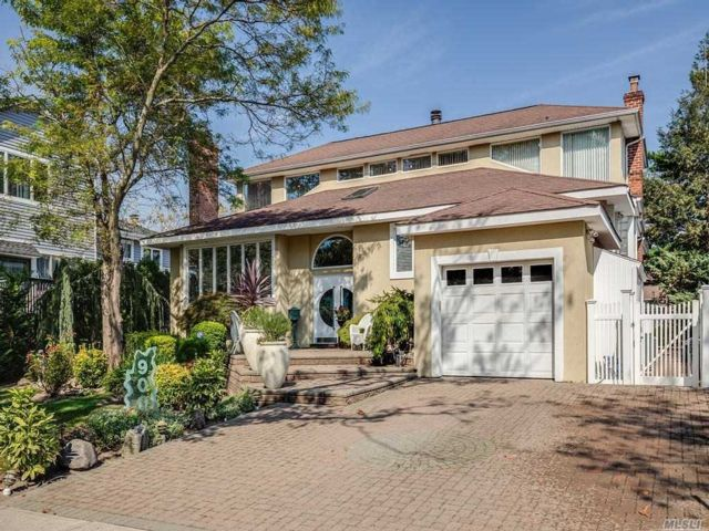 5 BR,  4.00 BTH Other style home in North Woodmere