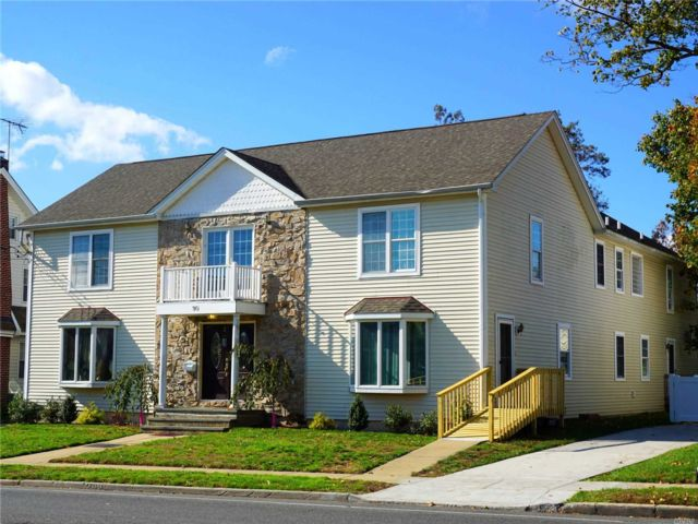 8 BR,  5.00 BTH Colonial style home in Valley Stream