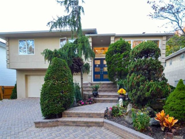5 BR,  3.00 BTH Raised ranch style home in Woodmere