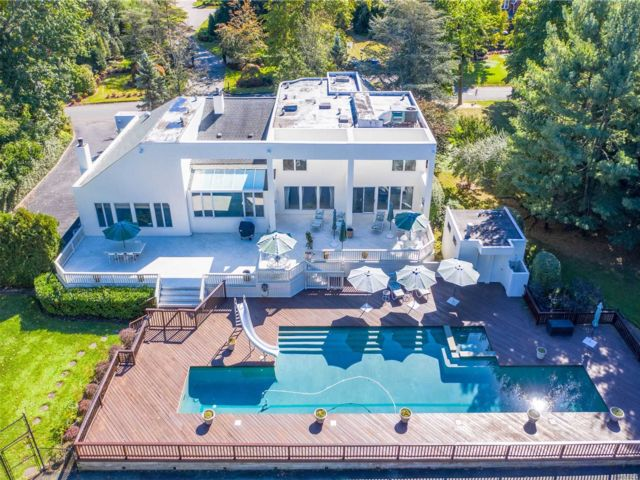 6 BR,  6.00 BTH Contemporary style home in Hewlett Bay Park
