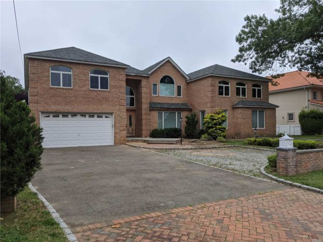 [Merrick Real Estate, listing number 3140599]