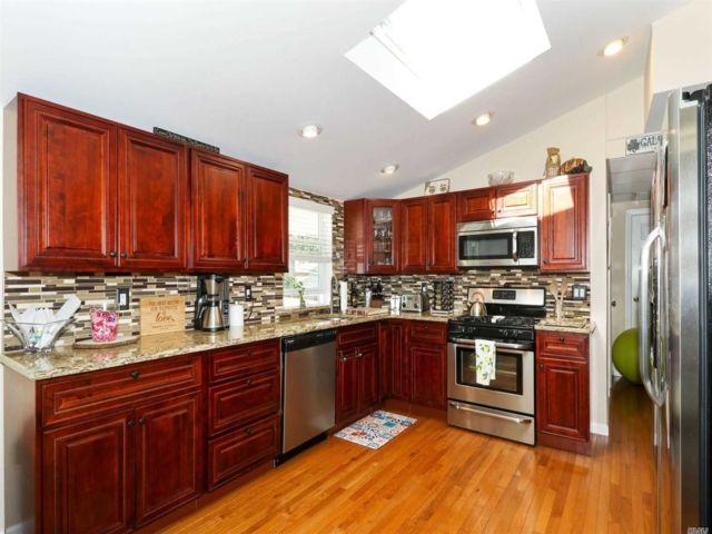 [Commack Real Estate, listing number 3140782]