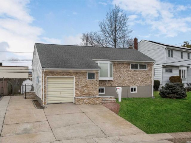 [Valley Stream Real Estate, listing number 3141505]