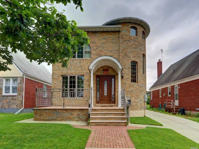 5 BR,  5.00 BTH Contemporary style home in Floral Park