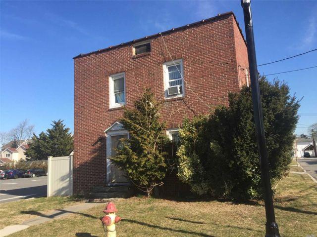 [Farmingdale Real Estate, listing number 3141627]