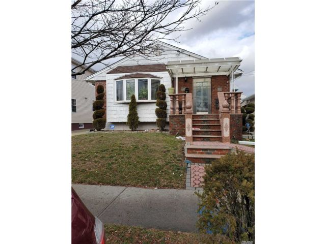 3 BR,  1.00 BTH Ranch style home in South Ozone Park