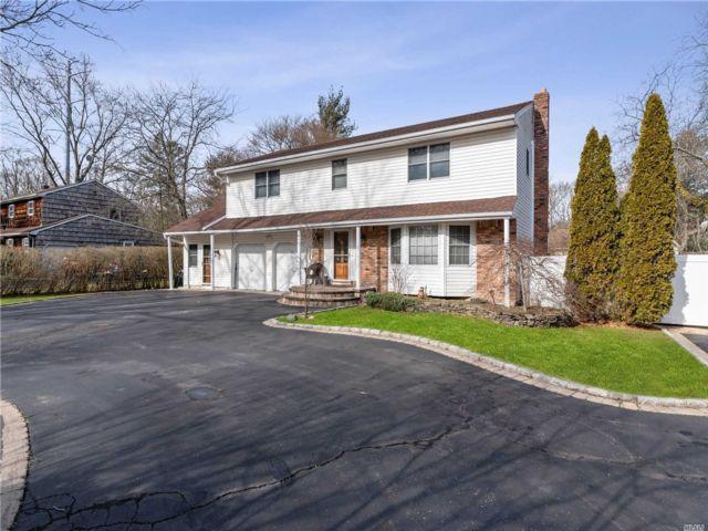 [Commack Real Estate, listing number 3141995]
