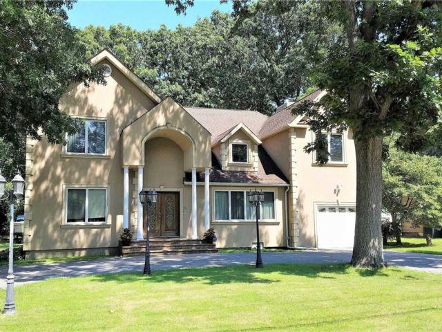 [Commack Real Estate, listing number 3142124]