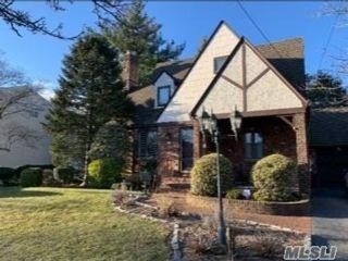[Merrick Real Estate, listing number 3142140]