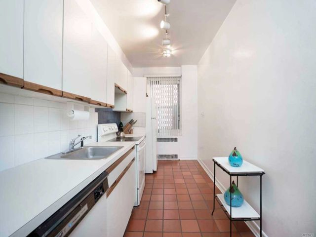 [Jackson Heights Real Estate, listing number 3142592]