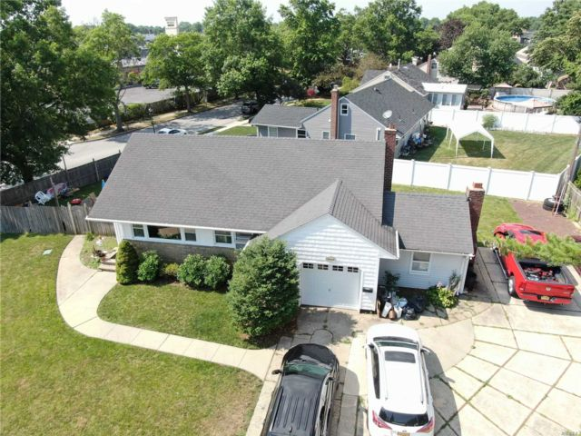 [Wantagh Real Estate, listing number 3142825]