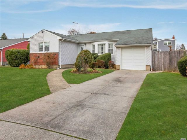 [East Meadow Real Estate, listing number 3143677]