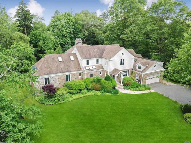 6 BR,  6.00 BTH Colonial style home in Hewlett Bay Park