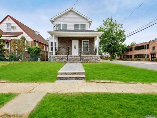 3 BR,  3.00 BTH Colonial style home in Valley Stream