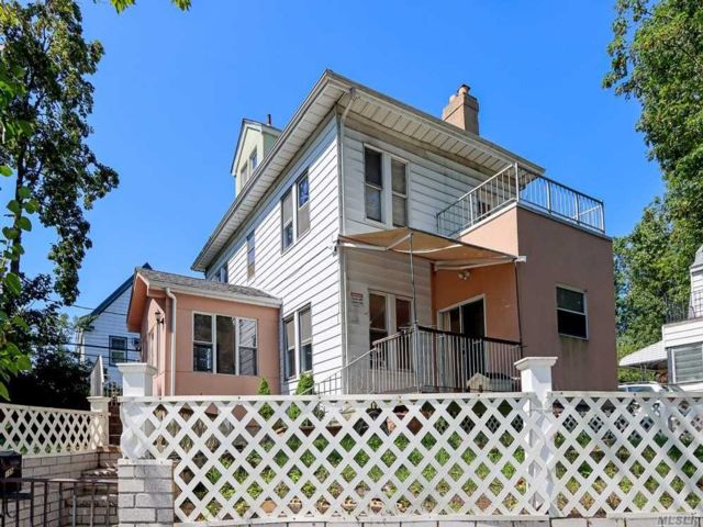 4 BR,  4.00 BTH Colonial style home in Kew Gardens