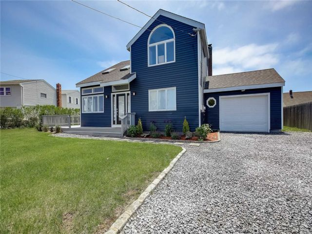 [Center Moriches Real Estate, listing number 3146085]