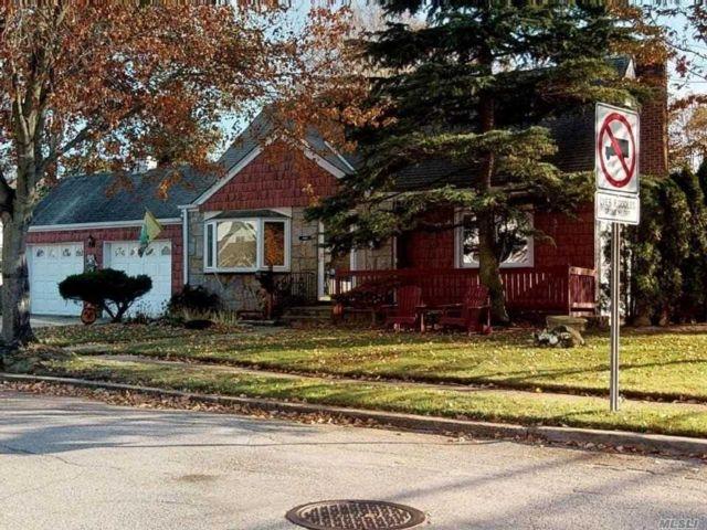 [Merrick Real Estate, listing number 3146110]