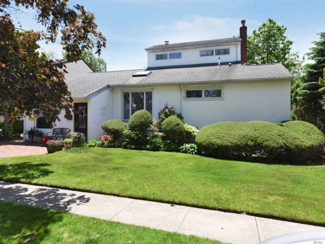 3 BR,  3.00 BTH Exp ranch style home in Valley Stream