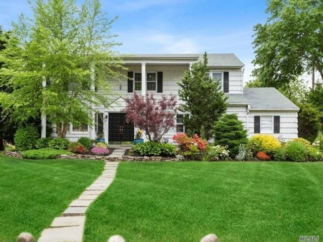 5 BR,  3.00 BTH Colonial style home in Hewlett Harbor