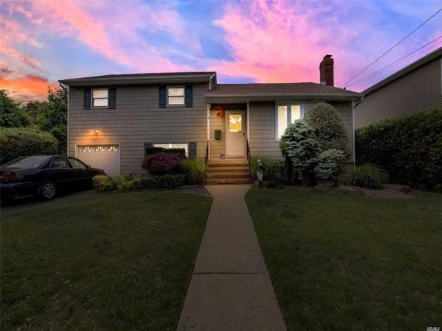 [Merrick Real Estate, listing number 3146813]
