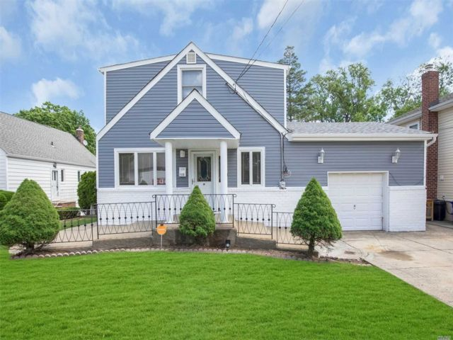 4 BR,  3.00 BTH Exp cape style home in Valley Stream