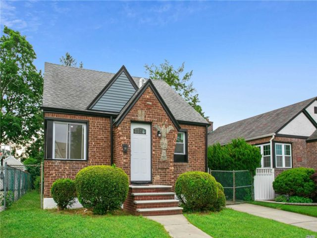 3 BR,  3.00 BTH Cape style home in Cambria Heights