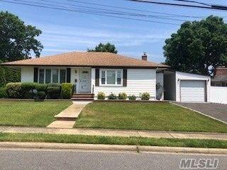 [Farmingdale Real Estate, listing number 3147182]