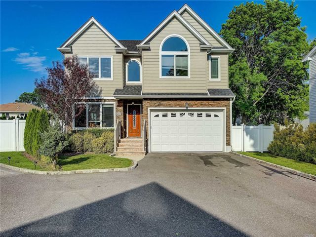 [East Meadow Real Estate, listing number 3147278]