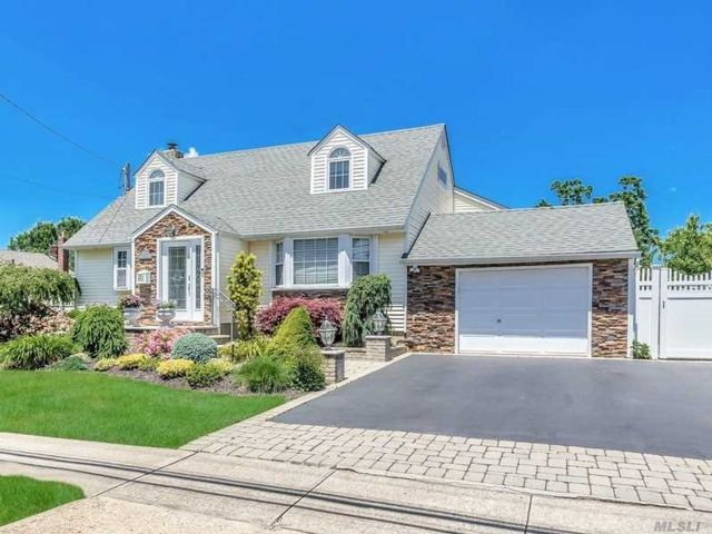 [Farmingdale Real Estate, listing number 3147629]