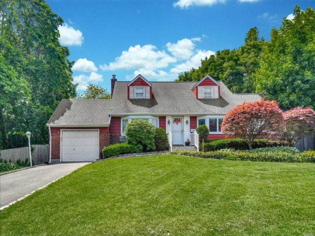 [Commack Real Estate, listing number 3147734]