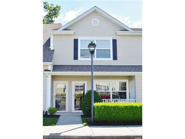 2 BR,  2.00 BTH Townhouse style home in North Valley Stream