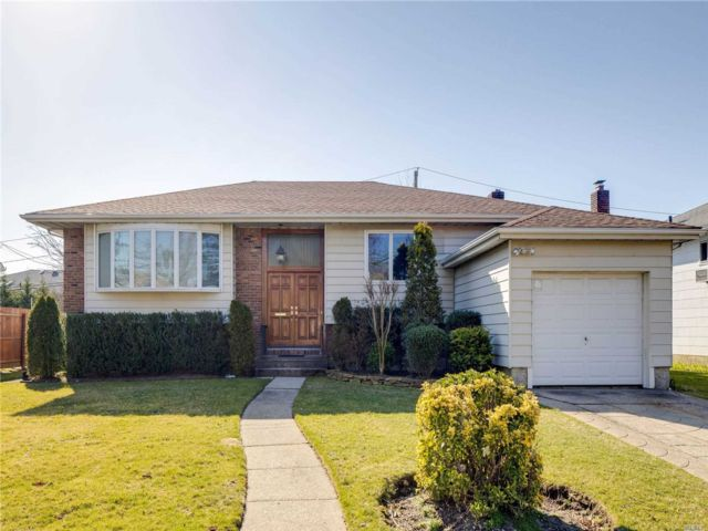 4 BR,  2.00 BTH Raised ranch style home in North Woodmere