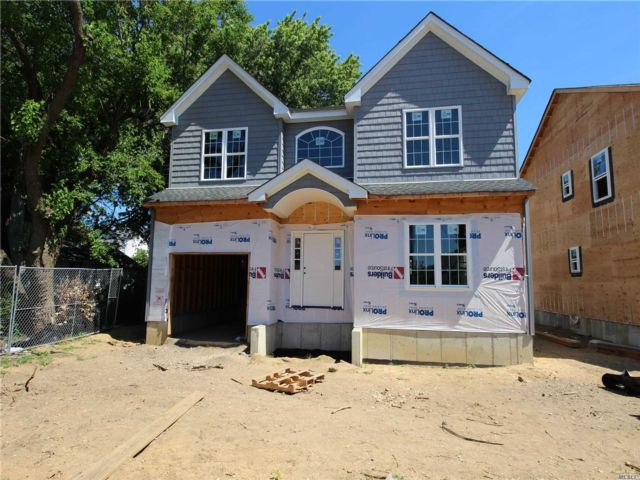 4 BR,  3.00 BTH Colonial style home in East Rockaway