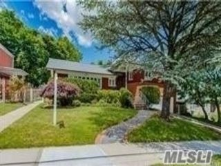 4 BR,  5.00 BTH Farm ranch style home in Forest Hills