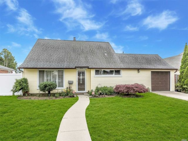 [East Meadow Real Estate, listing number 3148906]
