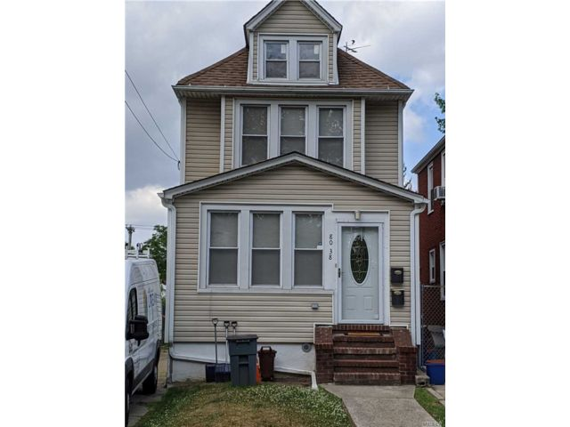 3 BR,  3.00 BTH Colonial style home in Jamaica Hills
