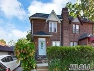 3 BR,  2.00 BTH Colonial style home in Jamaica Hills