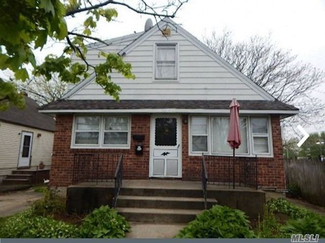 3 BR,  3.00 BTH Cape style home in Elmont